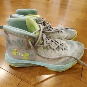 Under armour size 5y high top tennis shoes